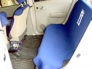 ダイハツ・ミライースの後部座席
