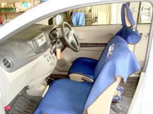 ダイハツ・ミライースの運転席