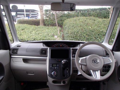 タントの運転席画像