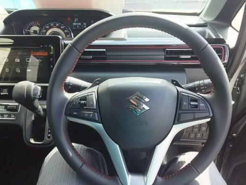 新型ワゴンRスティングレーのハンドル