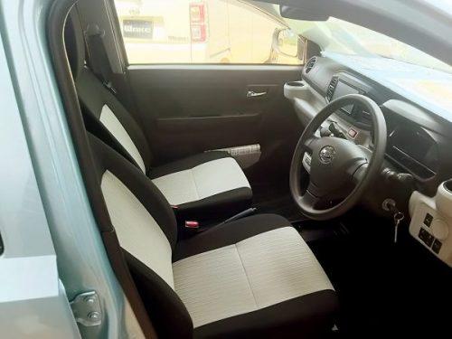新型ミライースの運転席画像